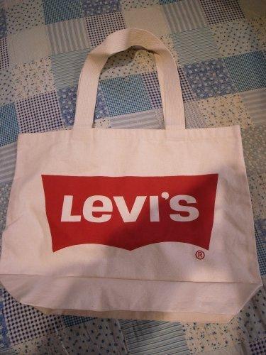 Levis_eco1